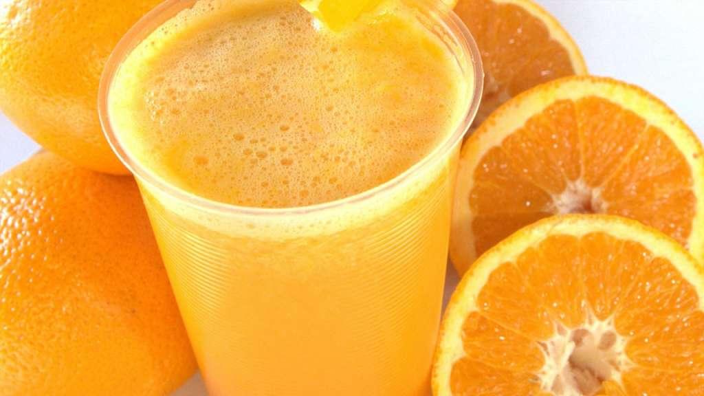 skolko-kalorij-v-apelsinovom-soke-svezhevyzhatom
