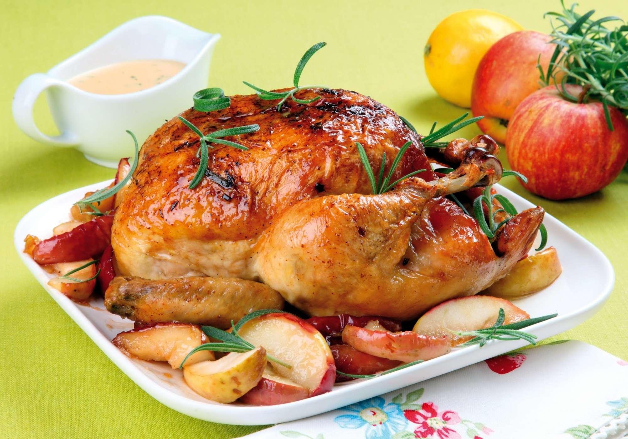 Самый простой рецепт приготовления нежной и сочной курицы в духовке