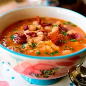 Сколько калорий в фасолевом супе