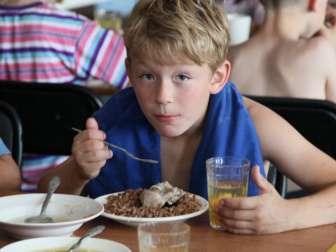 Кому положено бесплатное питание в школе 2017